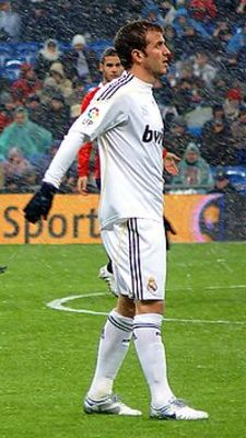 200px-rafael_van_der_vaart_real_madrid_display_image
