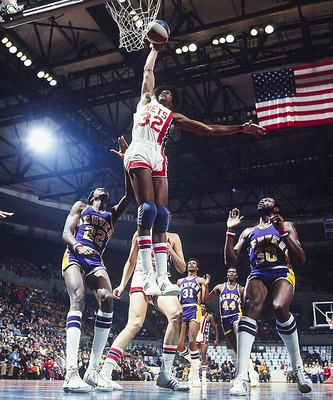 Juliuservingdunk_display_image