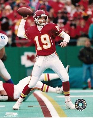 Joe-montana-8x10-photo-chiefs_18441f3f9326736e93c7a56072603736_display_image