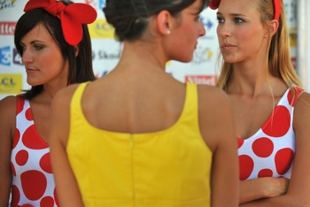 An-lcl-hostess-waits-with-carrefour-hostesses-before-the-stage-11-ceremony-for-the-2009-tour-de-france