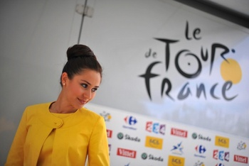 Magali-26-a-french-bank-le-credit-lyonnais-lcl-hostess-at-the-stage-11-2009-tour-de-france-protocol-ceremony