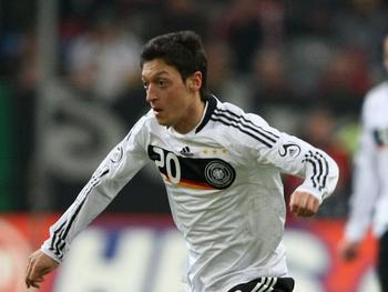 Ozil_display_image