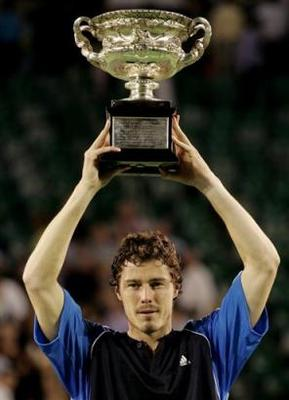 Marat_safin_with_trophy-3680_display_image