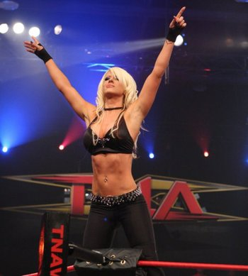 Tna-knockout-angelina-love_display_image