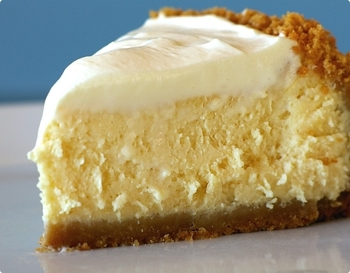 Lemon_cheesecake_slice_display_image