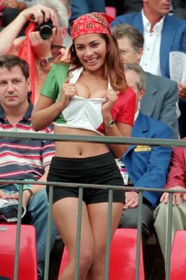 Soccer_fan_cleavage_show_20100608_1904933593_display_image