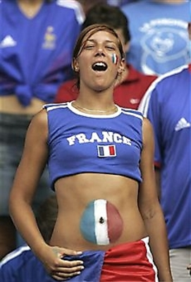 Hot-world-cup-soccer-fans-491_display_image