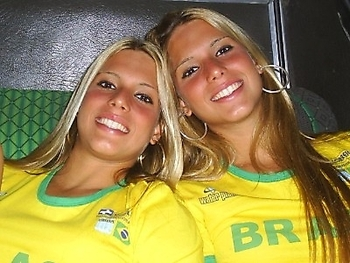 Hot-world-cup-soccer-fans-391_display_image