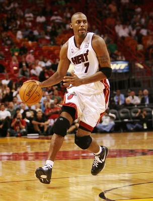 MIAMI - OCTOBER 23:  Penny Hardaway #7 of the Miami Heat drives against the San Antonio Spurs at American Airlines Arena on October 23, 2007 in Miami, Florida. The Spurs defeated the Heat 104-87. NOTE TO USER: User expressly acknowledges and agrees that,