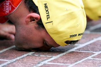 Indy-stewart-kissing-bricks-small_display_image