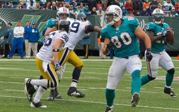 Ronnie_brown_throwing_out_of_wildcat_jets-dolphin_game_nov_2009_-_039_display_image
