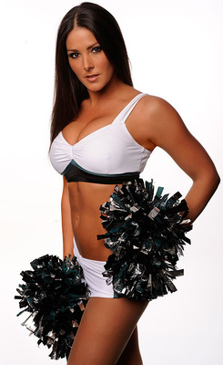 Eagles-cheerleader-amy-083109-lg_display_image