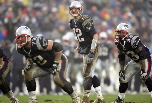 FOXBORO, MA - NOVEMBER 12:  Quarterback Tom Brady #12 of the New England Patriots gets ready at the line of scrimmage with Matt Light #72 and Kevin Faulk #33 during against the New York Jets on November 12, 2006 at Gillette Stadium in Foxboro, Massachuset