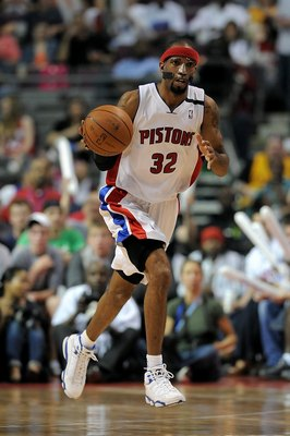 AUBURN HILLS, MI - APRIL 24:  Richard Hamilton #32 of the Detroit Pistons drives the ball up court in Game Three of the Eastern Conference Quarterfinals against the Cleveland Cavaliers during the 2009 NBA Playoffs at the Palace of Auburn Hills on April 24