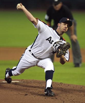HOUSTON - JULY 24:  Pitcher Roy Oswalt #44 of the Houston Astros throws against the Cincinnati Reds in the first inning at Minute Maid Park on July 24, 2010 in Houston, Texas.  (Photo by Bob Levey/Getty Images)