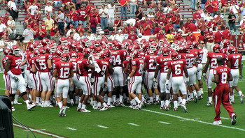 Oklahomasooners-teamhuddle-20070908_display_image