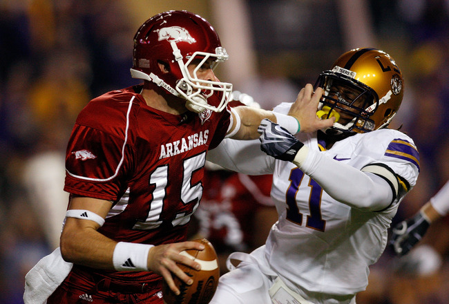 BATON ROUGE, LA - NOVEMBER 28:  Quarterback Ryan Mallett #15 of the Arkansas Razorbacks avoids a tackle by Kelvin Sheppard #11 of the Louisiana State University Tigers at Tiger Stadium on November 28, 2009 in Baton Rouge, Louisiana.  (Photo by Chris Grayt