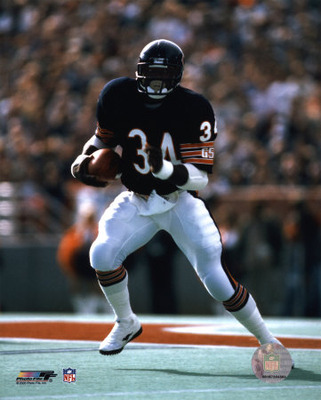 Aafx028walter-payton-running-with-ball-posters_display_image