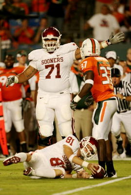 MIAMI GARDENS, FL - OCTOBER 3:  Offensive linesman Trent Williams #71 of the Oklahoma Sooners signals first down on a fake field goal attempt by Jarrett Brown #81 during the game on October 3, 2009 at Landshark Stadium in Miami Gardens, Florida. (Photo by