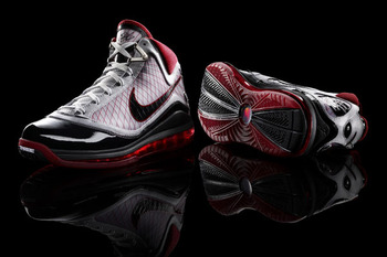 Nike-air-max-lebron-7-debut-5_display_image