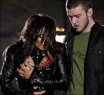 Janet_jackson_breast_hold_display_image