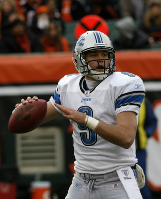 CINCINNATI, OH - DECEMBER 6: Quarterback Matthew Stafford #9 of the Detroit Lions throws under pressure from the Cincinnati Bengals in their NFL game at Paul Brown Stadium December 6, 2009 in Cincinnati, Ohio.    (Photo by John Sommers II/Getty Images)