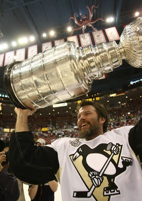 Petr Sykora holding the Stanley Cup.