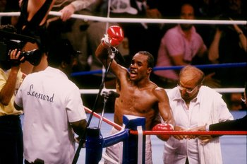 APRIL 1987:  Sugar Ray Leonard in action during a bout against Marvin Hagler on April 6, 1987. Mandatory Credit: Mike Powell  /Allsport