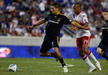 Omar Gonzalez Battles Arsenal/French Legend Thierry Henry