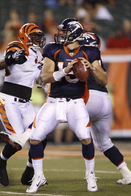CINCINNATI, OH - AUGUST 15: Tim Tebow #15 of the Denver Broncos looks to pass during the preseason game against the Cincinnati Bengals at Paul Brown Stadium on August 15, 2010 in Cincinnati, Ohio. The Bengals won 33-24. (Photo by Joe Robbins/Getty Images)