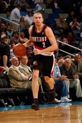 NEW ORLEANS - NOVEMBER 13:  Steve Blake #2 of the Portland Trail Blazers drives the ball down the court against the New Orleans Hornets at the New Orleans Arena on November 13, 2009 in New Orleans, Louisiana.  NOTE TO USER: User expressly acknowledges and