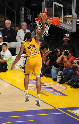 LOS ANGELES, CA - JUNE 15:  Shannon Brown #12 of the Los Angeles Lakers dunks the ball in the third quarter against the Boston Celtics in Game Six of the 2010 NBA Finals at Staples Center on June 15, 2010 in Los Angeles, California.  NOTE TO USER: User ex
