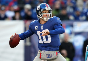 EAST RUTHERFORD, NJ - DECEMBER 27:  Eli Manning #10 of the New York Giants passes against the Carolina Panthers at Giants Stadium on December 27, 2009 in East Rutherford, New Jersey.  (Photo by Nick Laham/Getty Images)