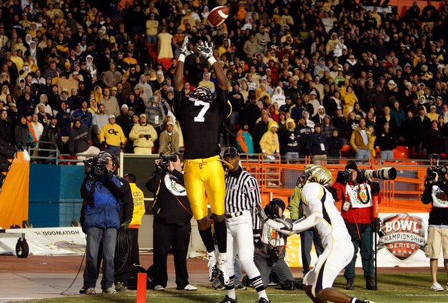 MIAMI GARDENS, FL - JANUARY 05:  Marvin McNutt #7 of the Iowa Hawkeyes fails to make a catch against the Georgia Tech Yellow Jackets during the FedEx Orange Bowl at Land Shark Stadium on January 5, 2010 in Miami Gardens, Florida. Iowa won 24-14. (Photo by