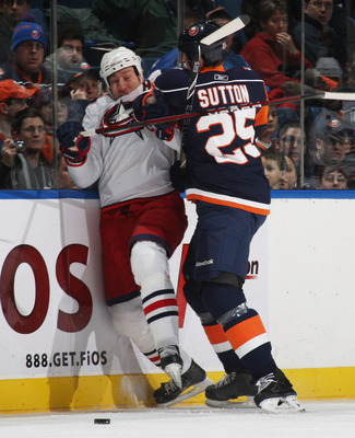 Andy Sutton smashes R.J. Umberger in 2009.