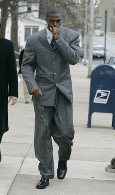 LEBANON - JANUARY 14: New York Giants wide receiver Plaxico Burress tries to warm his hand as arrives at the Lebanon County Courthouse January 14, 2009 in Lebanon, Pa.  Burress is scheduled to appear in a civil trial in a dispute with an automobile dealer