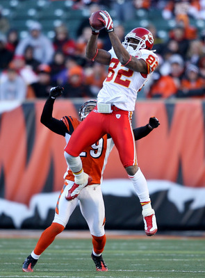 CINCINNATI - DECEMBER 28: Dwayne Bowe #82 of the Kansas City Chiefs catches a pass while defended by Leon Hall #29 of the Cincinnati Bengals during the NFL game on December 28, 2008 at Paul Brown Stadium in Cincinnati, Ohio. (Photo by Andy Lyons/Getty Ima