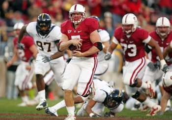 PALO ALTO, CA - NOVEMBER 21:  Toby Gerhart #7 of the Stanford Cardinal runs with the ball during their game against the California Bears at Stanford Stadium on November 21, 2009 in Palo Alto, California.  (Photo by Ezra Shaw/Getty Images)