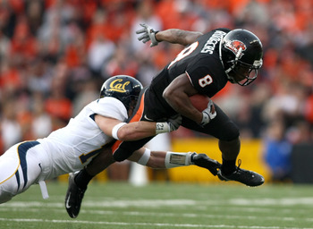 CORVALLIS, OR - NOVEMBER 15:  James Rodgers #8 of the Oregon State Beavers runs with the ball against Chris Conte #17 of the California Golden Bears at Reser Stadium on November 15, 2008 in Corvalis, Oregon.  (Photo by Jonathan Ferrey/Getty Images)