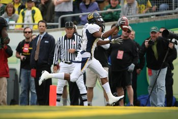 EUGENE, CA - SEPTEMBER 29: DeSean Jackson #1 of the California Golden Bears scores a touchdown against  the Oregon Ducks at Autzen Stadium on September 29, 2007 in Eugene, Oregon.  (Photo by Jonathan Ferrey/Getty Images)
