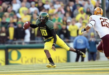 EUGENE, OR - NOVEMBER 03: Dennis Dixon #10of the Oregon Ducks runs the ball during the game against the Arizona State Sun Devils at Autzen Stadium on November 3, 2007 in Eugene, Oregon. The Ducks defeated the Sun Devils 35-23. (Photo by Otto Greule Jr/Get