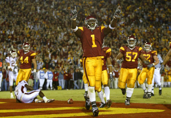 LOS ANGELES - NOVEMBER 1:  Mike Williams #1 of USC  celebrates after scoring a touchdown against Washington State in the third quarter November 1, 2003 at the Los Angeles Memorial Coliseum in Los Angeles, California. (Photo by Lisa Blumenfeld/Getty Images