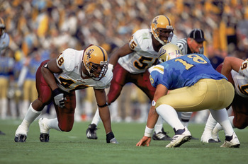 1 Dec 2001:  Terrell Suggs #48 of the Arizona State Sun Devils lines up across from Mike Seidman #18 of the UCLA Bruins during the Pac-10 Conference football game at the Rose Bowl in Pasadena, California.  The Bruins defeated the Sun Devils 52-42. Mandato