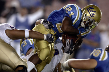 PASADENA, CA - OCTOBER 1:  Tailback Maurice Drew #21 of the UCLA Bruins runs against the Washington Huskies during the first half of their Pac-10 game on October 1, 2005 at the Rose Bowl in Pasadena, California.  (Photo by Donald Miralle/Getty Images)