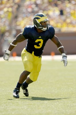 ANN ARBOR, MI - SEPTEMBER 19:  Linebacker Stevie Brown #3 of the Michigan Wolverines sets for a play against the Eastern Michigan Eagles at Michigan Stadium on September 19, 2009 in Ann Arbor, Michigan.  Michigan won 45-17.  (Photo by Stephen Dunn/Getty I