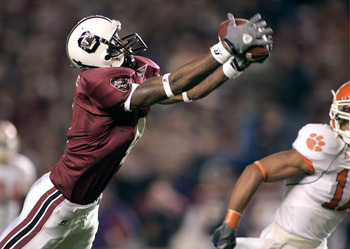 COLUMBIA, SC - NOVEMBER 19:  Sidney Rice #4 of the South Carolina Gamecocks makes a diving catch for a first down against the Clemson Tigers in the first quarter on November 19, 2005 at Williams-Brice Stadium in Columbia, South Carolina.  (Photo by Grant