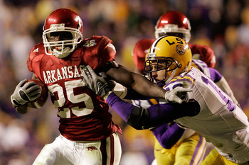BATON ROUGE, LA - NOVEMBER 23:  Felix Jones #25 of the Arkansas Razorbacks avoids a tackle by Craig Steltz #16 of the Louisiana State University Tigers in the second overtime at Tiger Stadium November 23, 2007 in Baton Rouge, Louisiana. The Razorbacks def