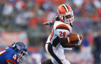 BOISE , ID - SEPTEMBER 13:  Willie Geter #28 of the Bowling Green Falcons runs the ball against the Boise State Broncos at Bronco Stadium on September 13, 2008 in Boise, Idaho.  (Photo by Jonathan Ferrey/Getty Images)