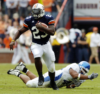 AUBURN, AL - OCTOBER 23:  Ronnie Brown #23 of Auburn Tigers avoids a tackle by Lamar Mills #45 of Kentucky Wildcats on October 23, 2004 at Jordan-Hare stadium in Auburn, Alabama. Auburn defeated Kentucky 41-10. (Photo by Chris Graythen/Getty Images)