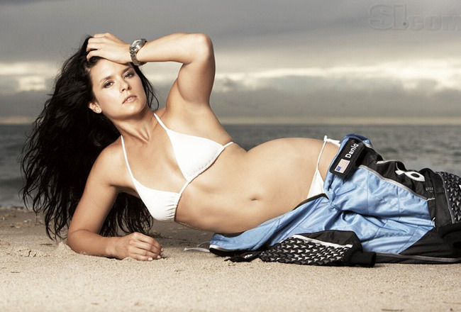 08_danica-patrick_02_crop_650x440
